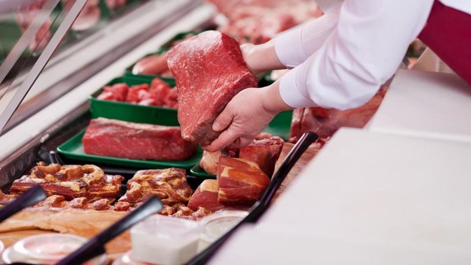 Meso je prepoceni, mesna industrija v slabši koži