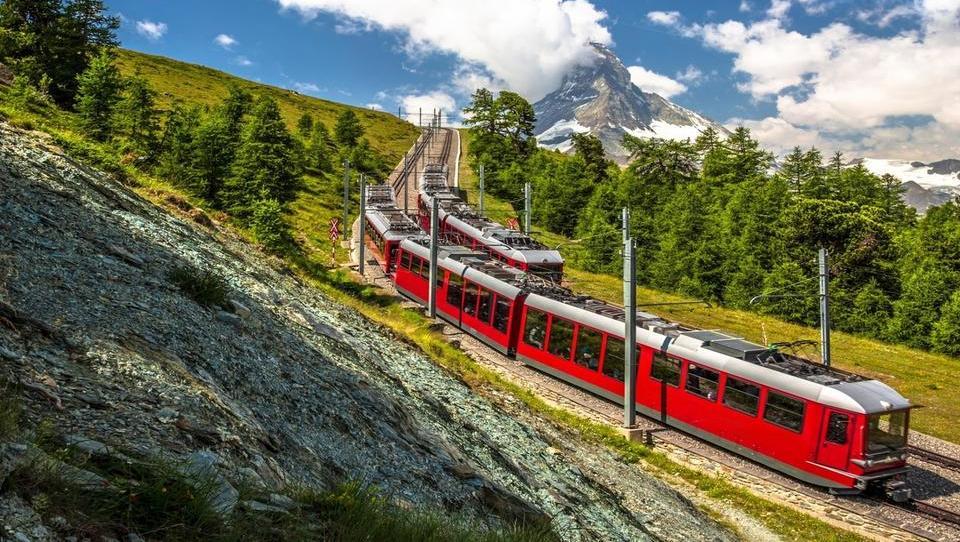 Na švicarskem referendumu v prednosti zagovorniki prispevka za javno radiotelevizijo