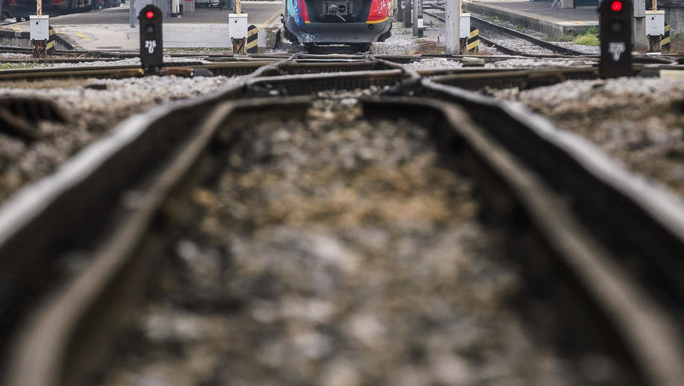 Na Železnicah ni šlo za podkupnine, temveč za posojila med zaposlenimi. Resno?