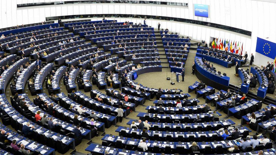 Evroposlanci ta teden na zasedanje o pitni vodi, plastiki, Facebooku, cestninah, vzponu nasilja