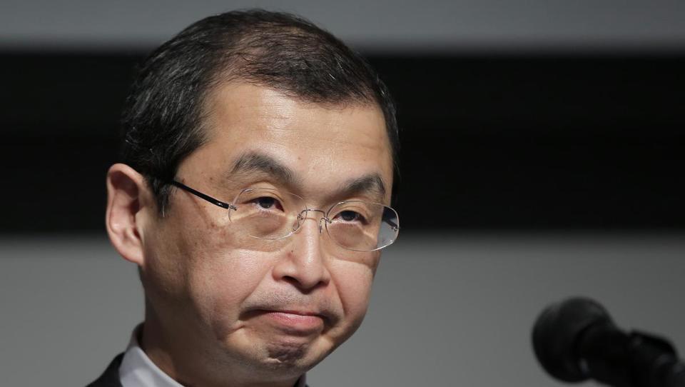 Šef Takate tri leta po odkritju smrtonosne napake napovedal odstop