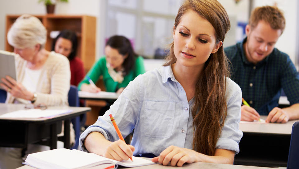 OECD: Slovenija potrebuje dober sistem izobraževanja odraslih