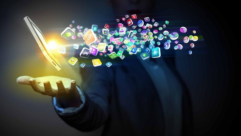 (raziskava) Digitalna tehnologija pomaga pri inoviranju, motivira in krepi ekipni duh