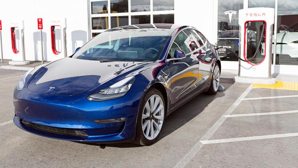 Tesla prosi Trumpa za izjemo pri carinah na uvoz s Kitajske