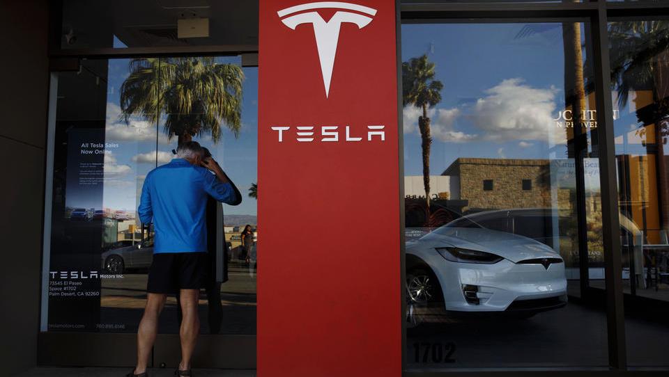Tesla kljub rekordom spet razočarala