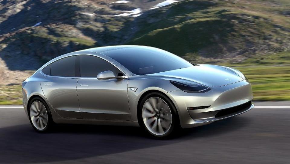 Tesla model 3 ima že 400 tisoč naročil!