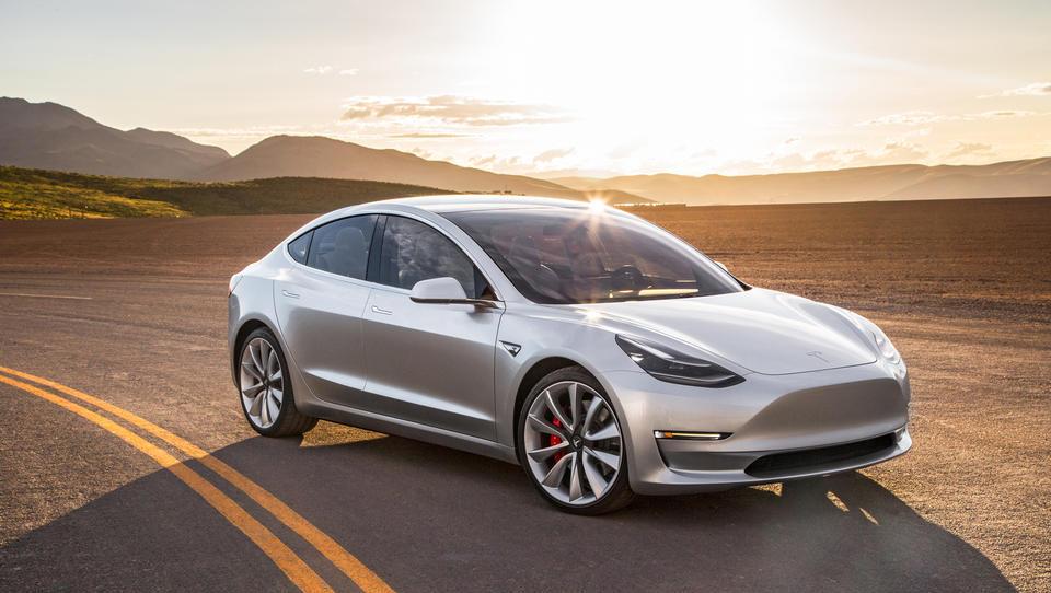 Tesla model 3 predčasno v proizvodnjo