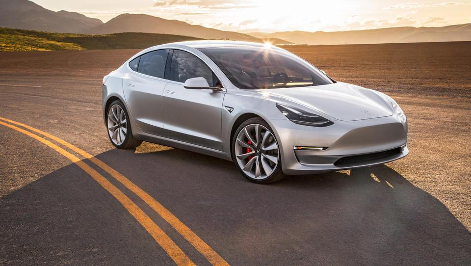 Tesla uradno v Sloveniji. Kakšne so cene, kaj bo sploh drugače?
