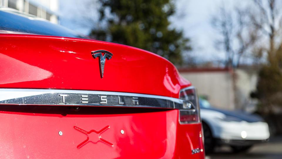 (video) Tesla tokrat zagorela v Moskvi