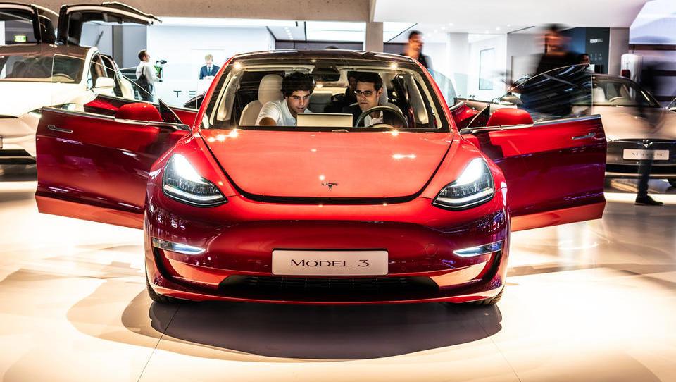Tesla znova v peklu, tokrat v logističnem