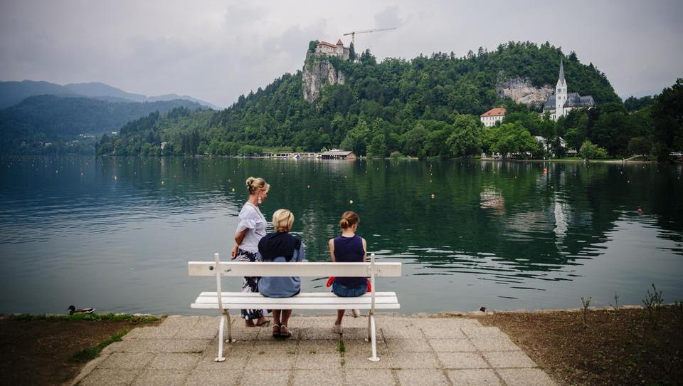 Tuji turisti maja in aprila zapravljali več kot med poletjem