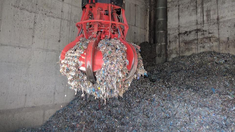 Za reciklažo 386 naprav, za sežig odpadkov pa deset