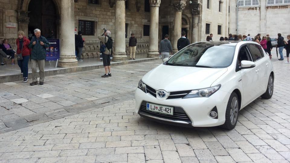 Toyota, BMW in Mercedes-Benz ostajajo najvrednejše avtomobilske znamke