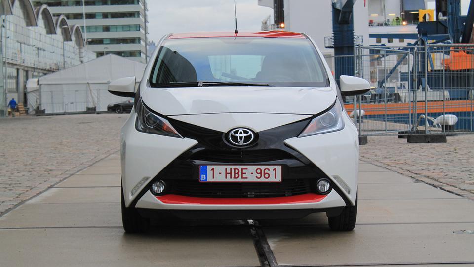 Toyota z naskokom najvrednejša avtomobilska znamka