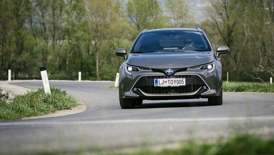 Toyota corolla TS 2.0 hybrid: avto, motor in hibridni šport