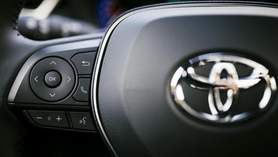 Toyota dobiček krepi, a vseeno svari
