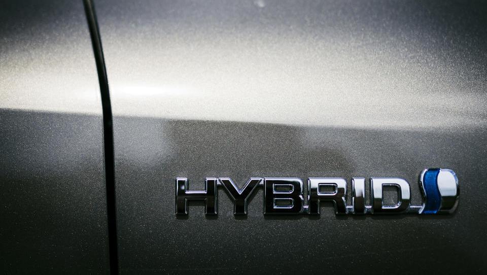 Kitajska razmišlja o spodbudah za hibridna vozila