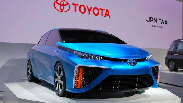 Serijska Toyota na gorivne celice šele v 2015
