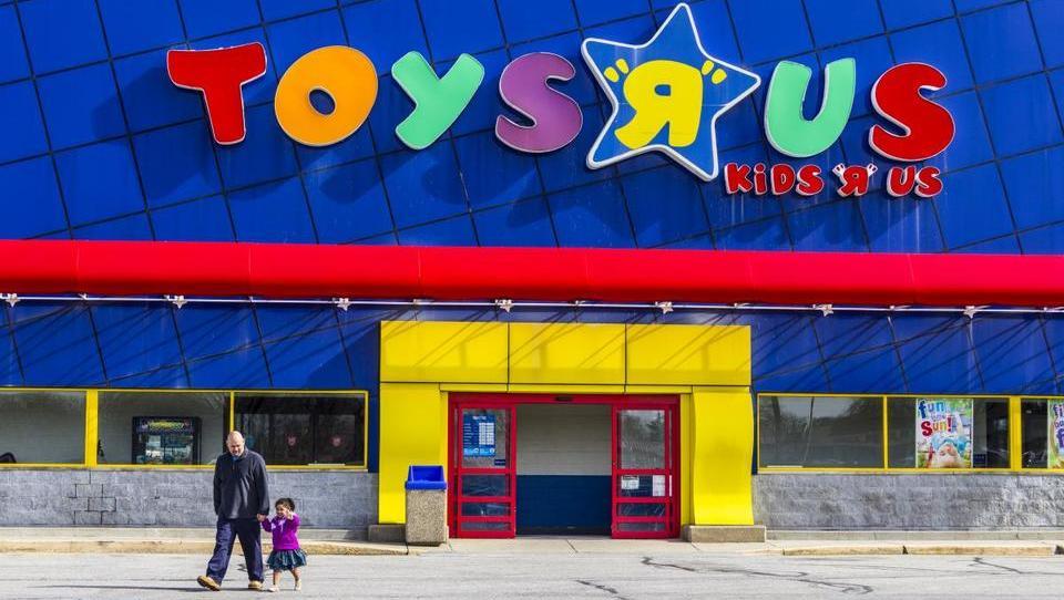 Ameriški trgovec z igračami Toys R Us je zaradi zadolženosti pristal v stečaju