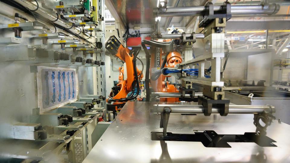 Slovenija med državami z največjim deležem robotov v avtoindustriji