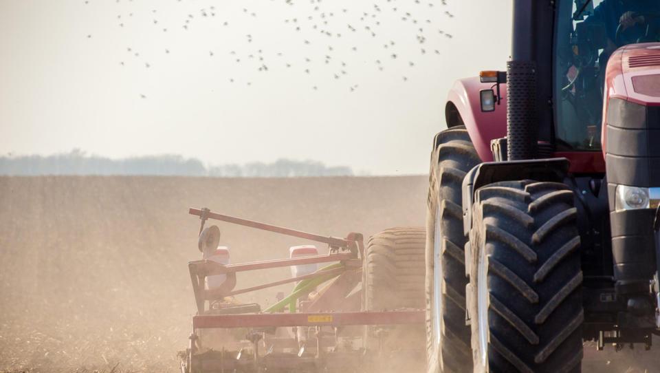 Pozor, ugodna posojila za nakup kmetijskih zemljišč