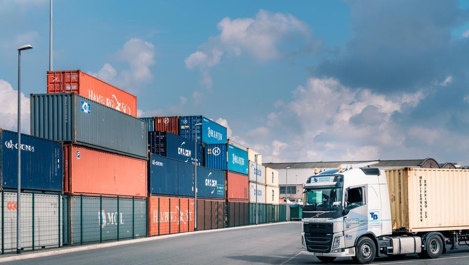 Logista podprla rast indeksa