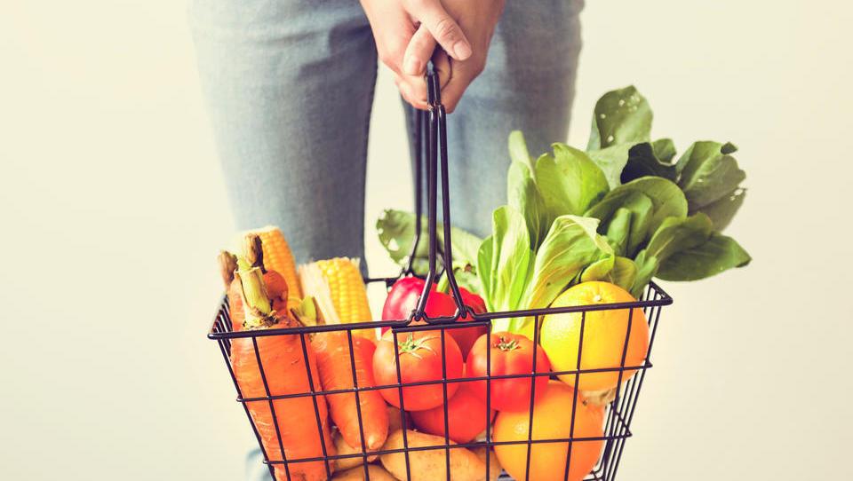 Od kod prihajata sveža zelenjava in sadje na naše police?