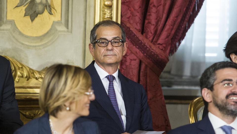 Novi finančni minister Italije Giovanni Tria - iz evra ne bi izstopil, zvišal bi DDV