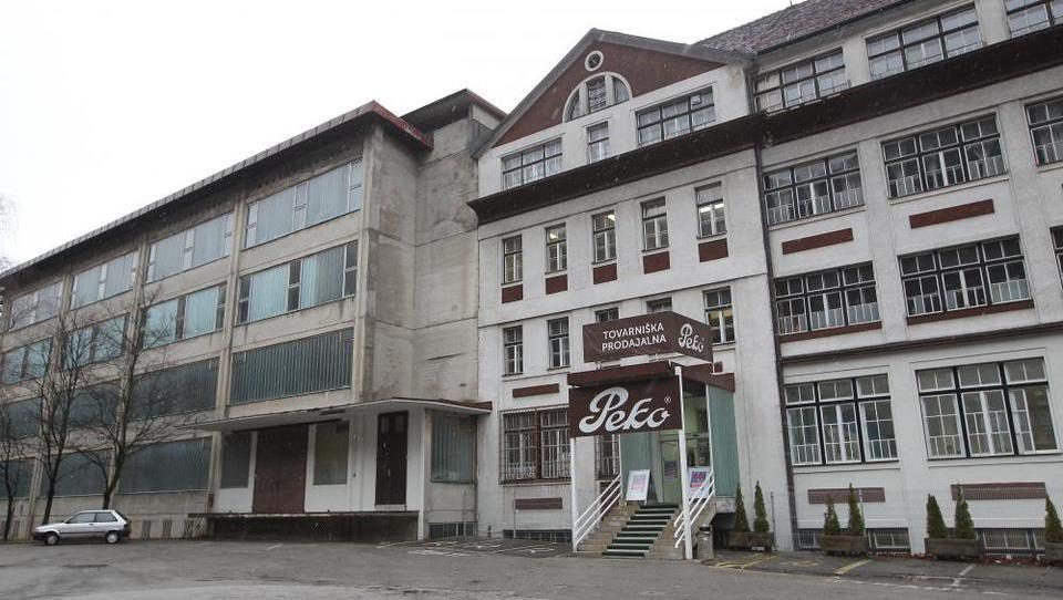 Od igralništva in erotike do panamskih dokumentov. Kdo je novi kupec Pekove stavbe?