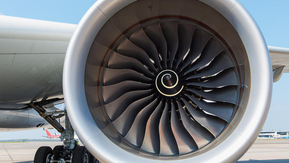 (Komentar ob tednu mobilnosti) Zakaj letalski promet najbž nikoli ne bo normalno obdavčen