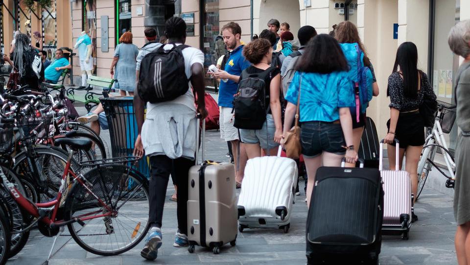 Zakon o turizmu: dodatna taksa za turiste, licence za turistične vodnike ostajajo