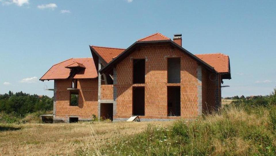 (Nepremičnina tedna) Nedokončan manjši turistični objekt na Goričkem