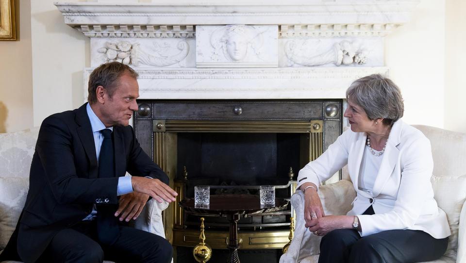 Pred izrednim vrhom EU: v iskanju kompromisa za urejeni brexit