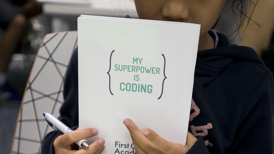 Mulci v vrtcu programirajo. Je to norost ali uporabno znanje?