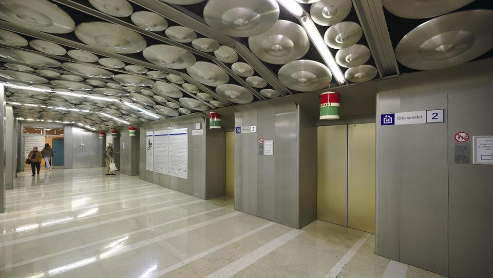 Bo propadel še en razpis za zamenjavo iztrošenih dvigal v UKCL?