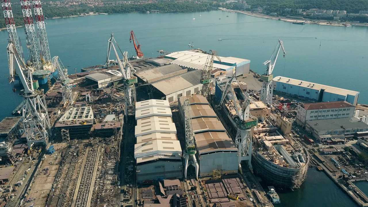 Gasilski ukrepi hrvaške vlade v ladjedelnici Uljanik - v sredo pa delavci začenjajo stavko