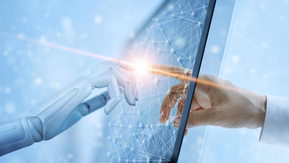 Konferenca OTS 2019: Kje so pasti pri implementaciji umetne inteligence?