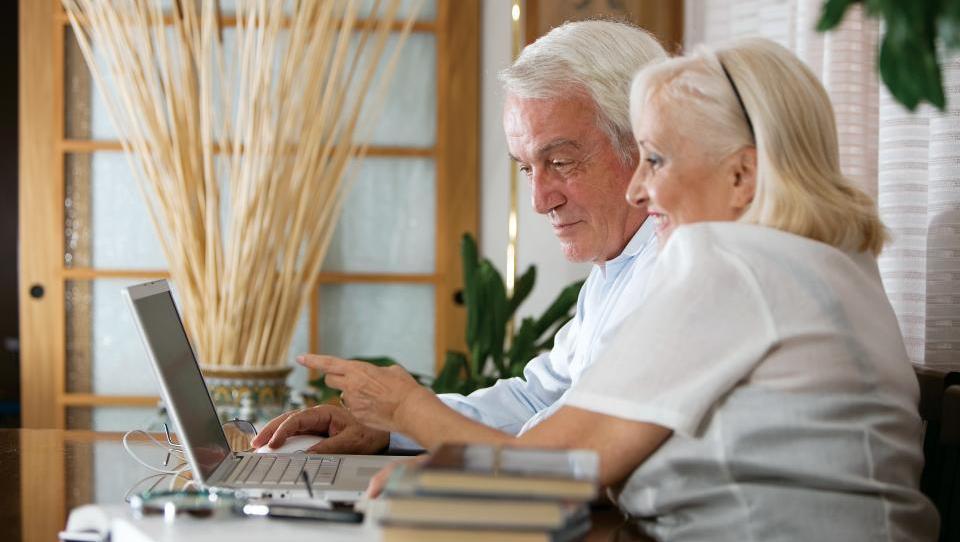 Pokojnine bi morale biti pogojene z obveznim delom po upokojitvi