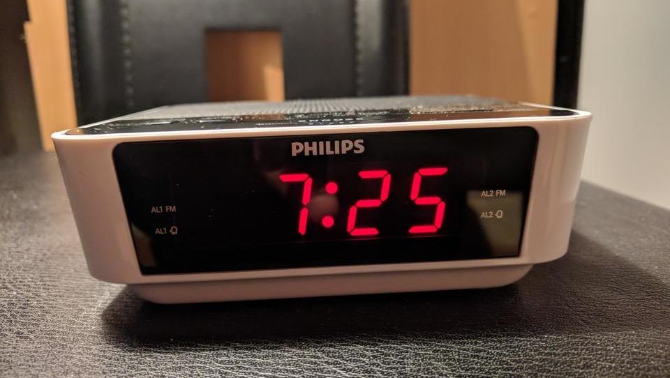 Neuradno: porabimo preveč elektrike, zato nekatere ure zaostajajo