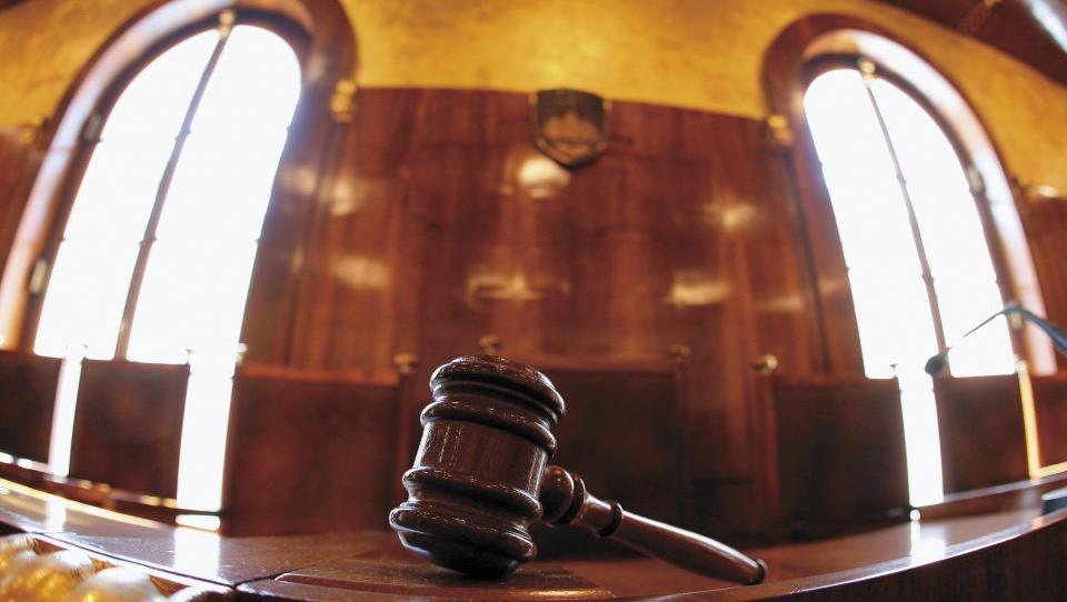 Za nova ustavna sodnika je Pahor predlagal Špelco Mežnar in Marka Šorlija