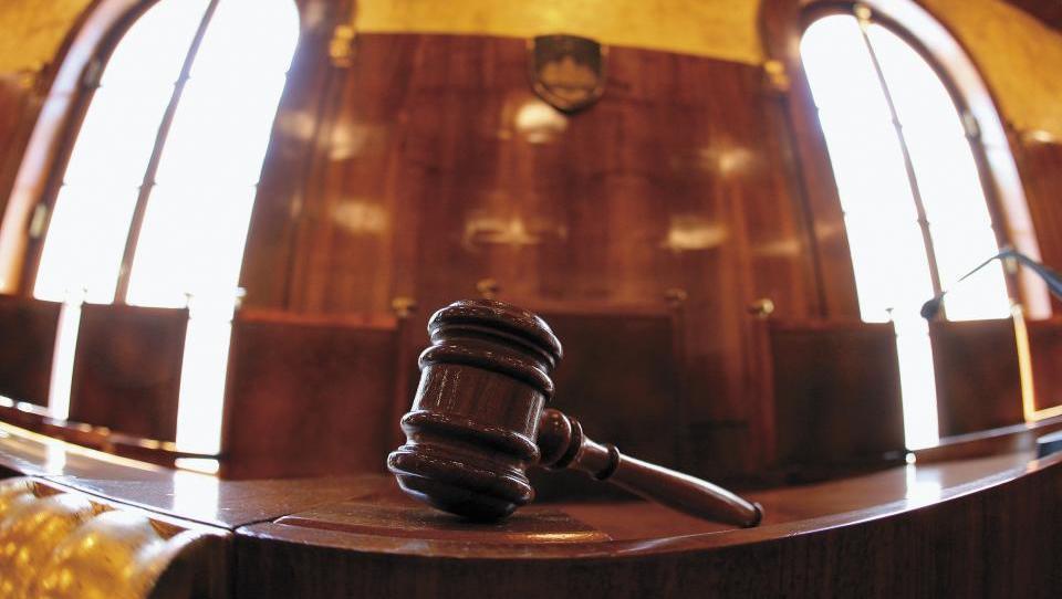 Ustavno sodišče nad zakon o izvršbi: izselitev iz hiše bo možno odložiti za več kot tri mesece