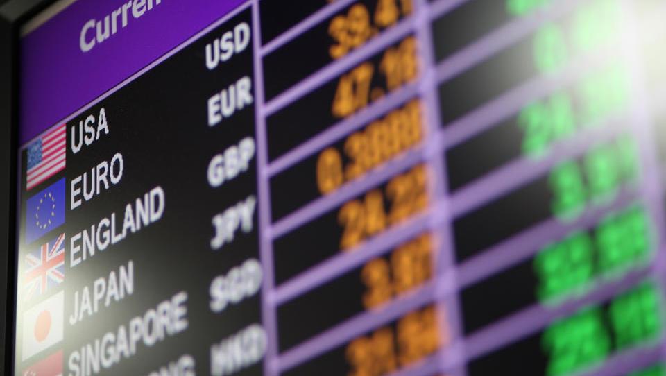 Katere valute dobite na banki takoj in katere je treba vnaprej naročiti?