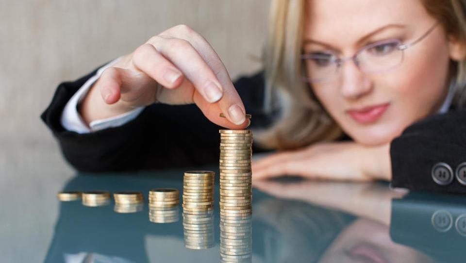 Ali boste višjo plačo privarčevali ali zapravili?