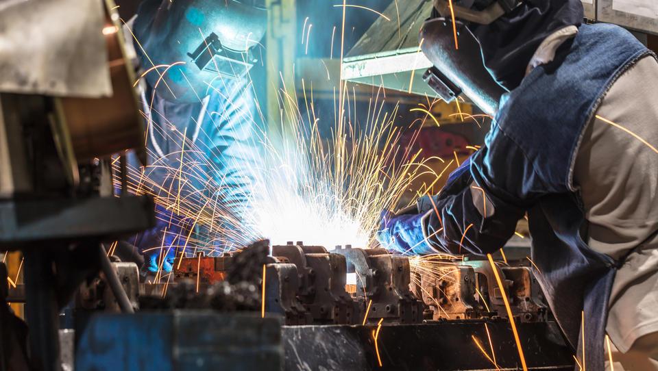 Evrska industrijska proizvodnja se je novembra skrčila – tudi zaradi precejšnjega upada v Nemčiji