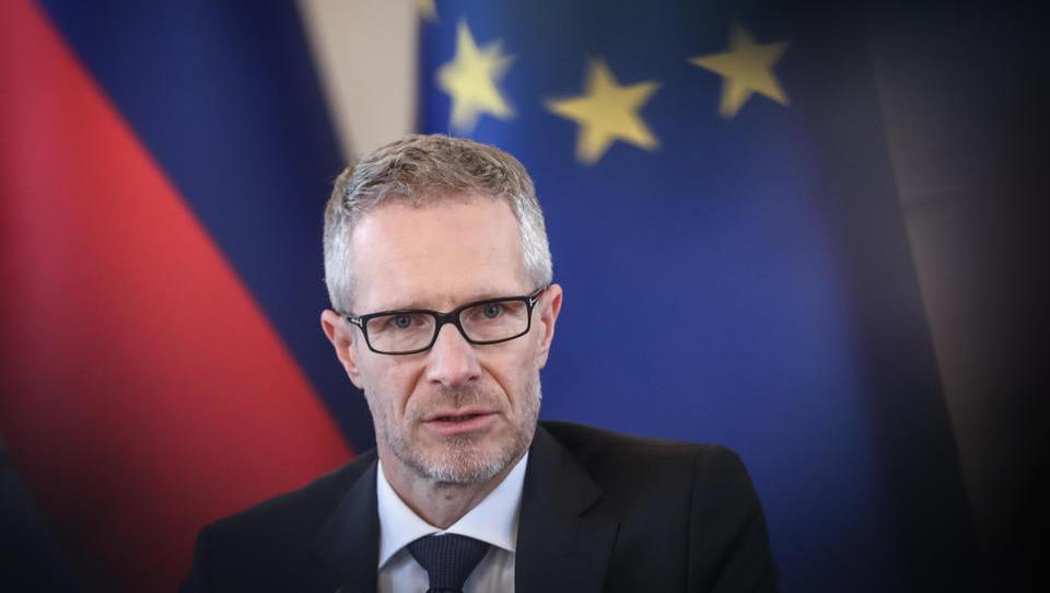 3 vprašanja za guvernerja Vasleta o odločitvah ECB