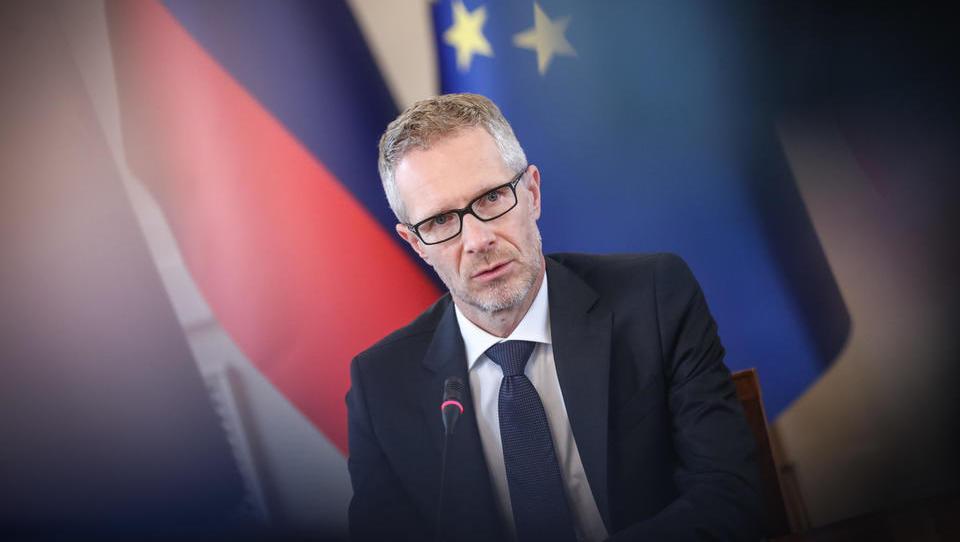 Kandidat za guvernerja Boštjan Vasle: Verjamem v evro in svojo izvolitev