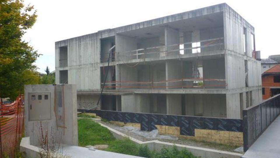Na dražbo nasedla stanovanjska bloka z 12 stanovanji na Viču