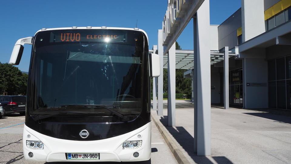 Eko sklad: spodbude občinam za nakup potniških in komunalnih vozil