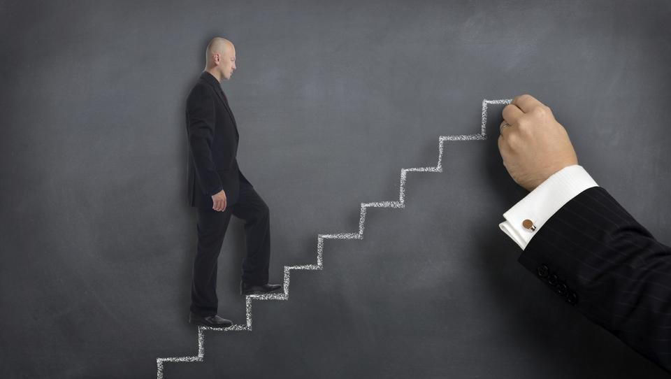 Kako lahko ustanovitelji vzpostavijo enotno vizijo podjetja med zaposlenimi?