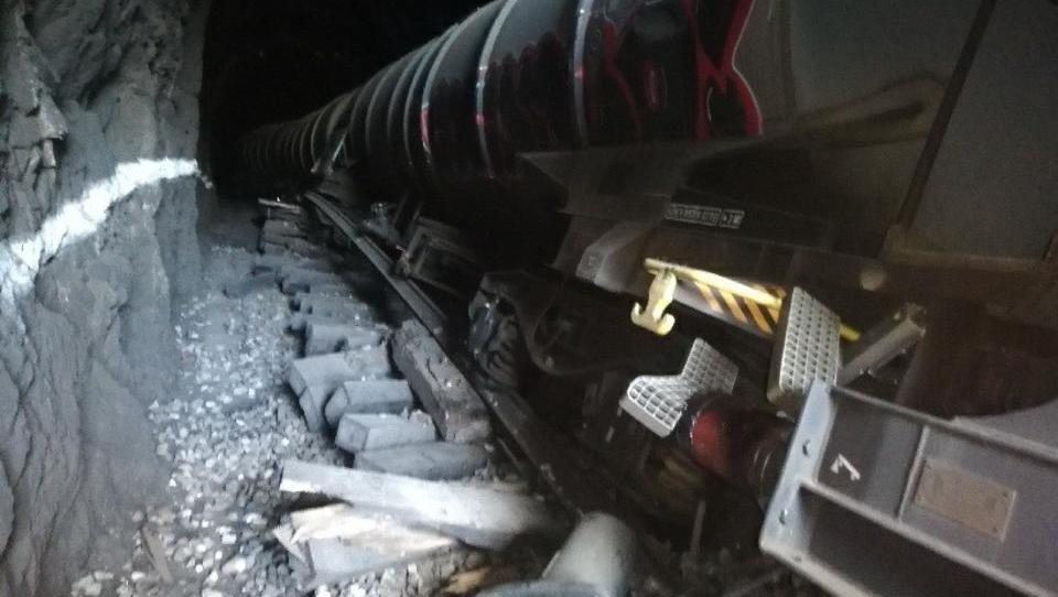 Po izlivu kerozina v Hrastovljah - vsaj do petka tovor namesto po železnici po cesti. Večja gneča bo!